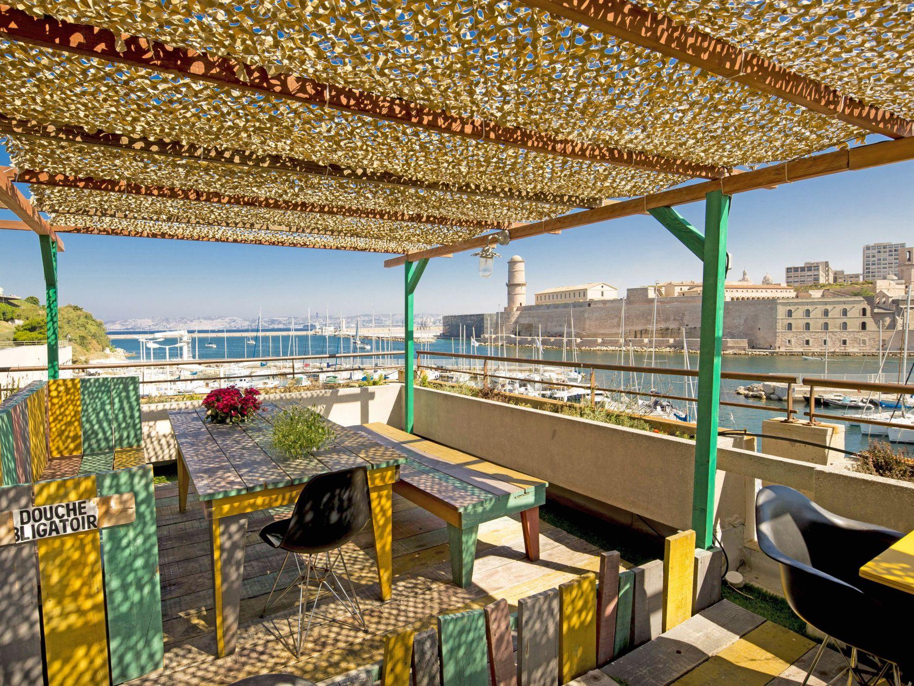 Rooftop vieux port de marseille le rowing club restaurants port et bord de mer marseille - Restaurant libanais marseille vieux port ...