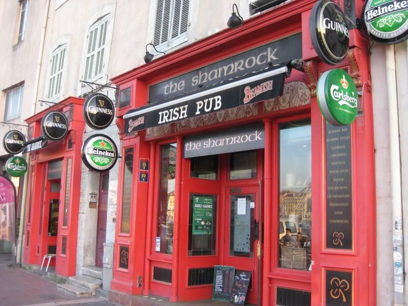 Authentique pub irlandais marseille sur le vieux port le - Restaurant poisson marseille vieux port ...