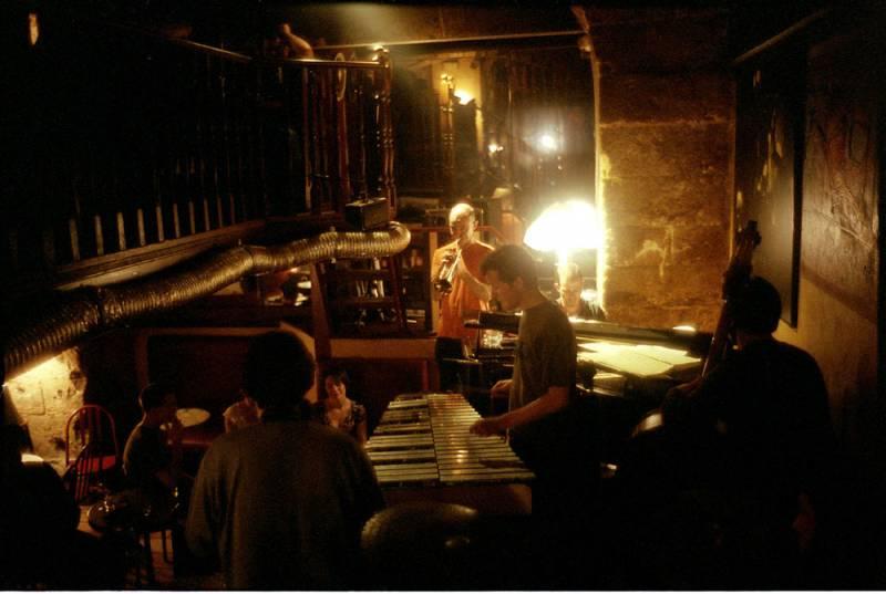 bar et cave jazz club marseille le pelle m le restaurants et bars vieux port marseille. Black Bedroom Furniture Sets. Home Design Ideas