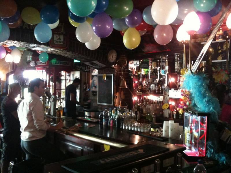 Pub marseille en bord de mer the red lion la pointe rouge restaurants et bars vieux port - Club house vieux port marseille ...