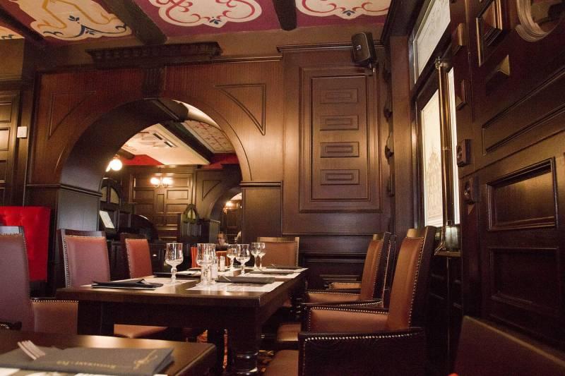 Pub restaurant marseille centre ville the queen victoria restaurants et bars vieux port - Club house vieux port marseille ...