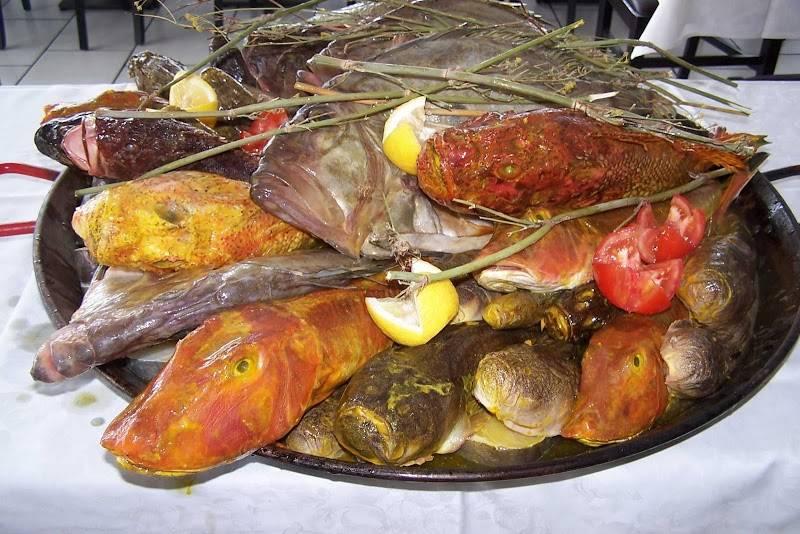 Le grand bar des goudes en bord de mer marseille - Restaurant poisson marseille vieux port ...