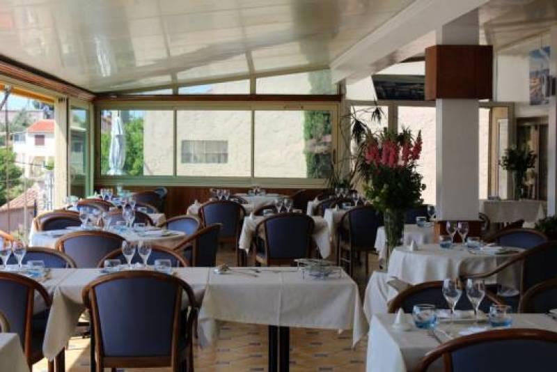 Restaurant de poissons avec vue panoramique sur le rove - Restaurant poisson marseille vieux port ...