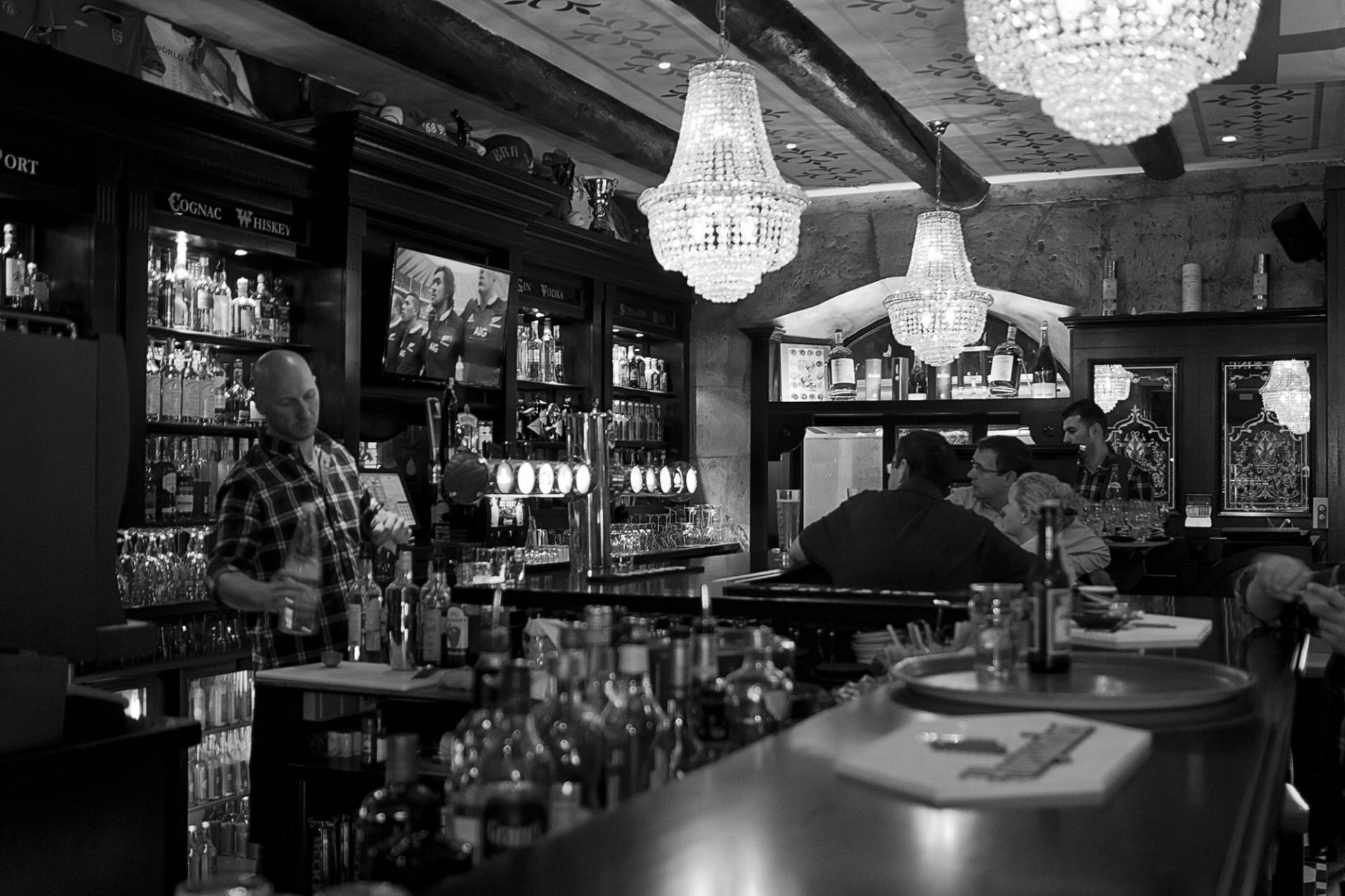 Pub anglais au vieux port de marseille the queen - Au vieux port restaurant marseille ...